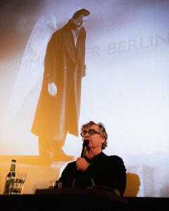 Regisseur und Autor Wim Wenders im Gespräch mit den anwesenden Schulklassen über die digital restaurierte Fassung seines Films DER HIMMEL ÜBER BERLIN.
