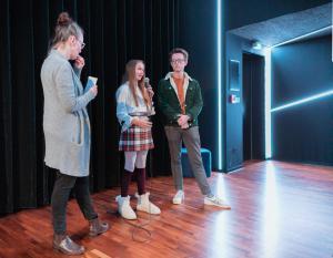 Synchronsprecher*innen Xara Eich und Vincent Borko erzählen von ihrer Arbeit bei THILDA & DIE BESTE BAND DER WELT.