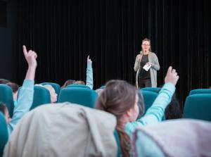 Filmpädagogin Kirsten Taylor im Filmgespräch zu THILDA & DIE BESTE BAND DER WELT im delphi LUX.
