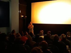 Filmgespräch zu WAS WERDEN DIE LEUTE SAGEN im moviemento.