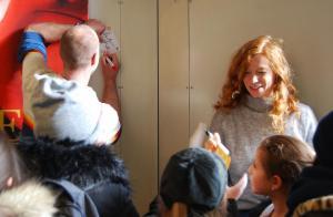 Regisseur Erik Schmitt und Hauptdarstellerin Marleen Lohse im Autogrammfieber