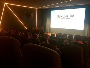 Autorin Luci van Org im Filmgespräch zu ELECTRIC GIRL und ihre Drehbucharbeit im delphi LUX.