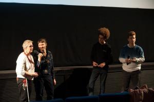Roswitha Röding und Anke Nicolai mit Giacomo und Yaron von der FBW-Jugend Filmjury Berlin bei der Veranstaltung FILME SEHEN - FILME HÖREN