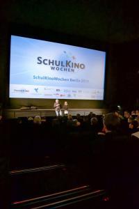 Regisseur und Co-Autor Wolfgang Becker im Gespräch zu seinem Film GOOD BYE, LENIN mit rund 150 Berliner Schüler*innen im CineStar Original im Sony Center
