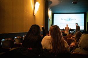 Schüler*innen bei dem Gespräch mit dem Regisseur Florian Aigner zum Film IM NIEMANDSLAND