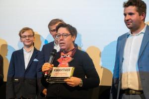 """Lea Schmidbauer, Drehbuchautorin von OSTWIND - ARIS ANKUNFT gewinnt den """"Kindertiger"""" 2019."""