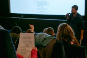 Schüler*innen im Drehbuch-Workshop zum Drehbuch von ALFONS ZITTERBACKE - DAS CHAOS IST ZURÜCK.