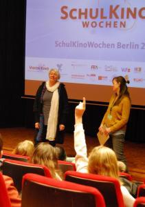 Regisseurin Alice Agneskirchner (li) im Gespräch über ihren Film LAMPENFIEBER im fezino - Kino im FEZ.