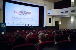 Sebastian Schultz und Charly Hübner im Gespräch mit Berliner Schüler*innen