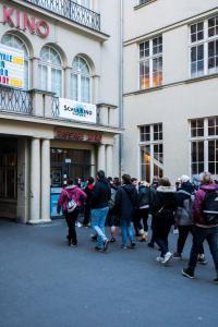 Schulklassen kommen zur Eröffnung ins Passage Kino Neukölln