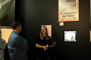 Referentin Gitte Hellwig in der Ständigen Ausstellung der Deutschen Kinemathek - Museum für Film und Fernsehen