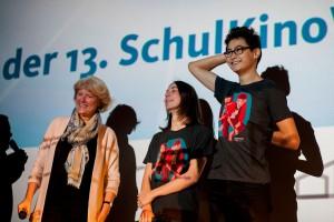 Kulturstaatsministerin Monika Grütters mit den beiden Hauptdarstellern aus TSCHICK, Tristan Göbel (Maik) und Anand Batbileg (Tschick) (v.l.n.r.)
